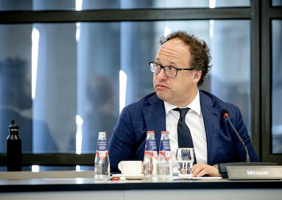 Minister Wouter Koolmees van Sociale Zaken en Werkgelegenheid tijdens het wetgevingsoverleg in de Tweede Kamer over het noodpakket banen en economie tijdens de coronacrisis.