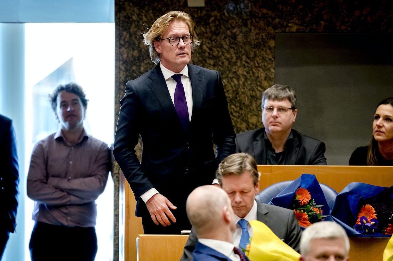 Martin Worsdorfer (VVD) legt de eed af tijdens de installatie van de nieuwe Kamerleden na de Tweede Kamerverkiezingen.