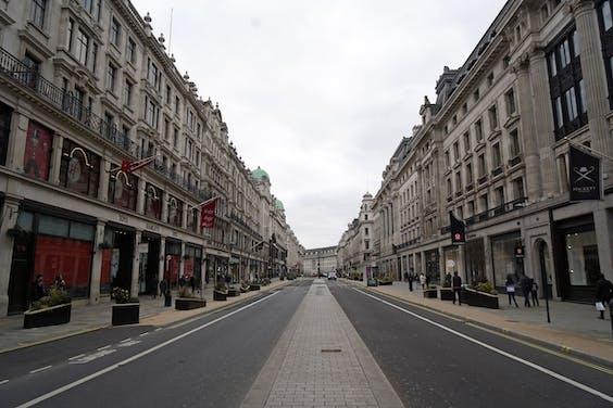 Een lege straat in Londen