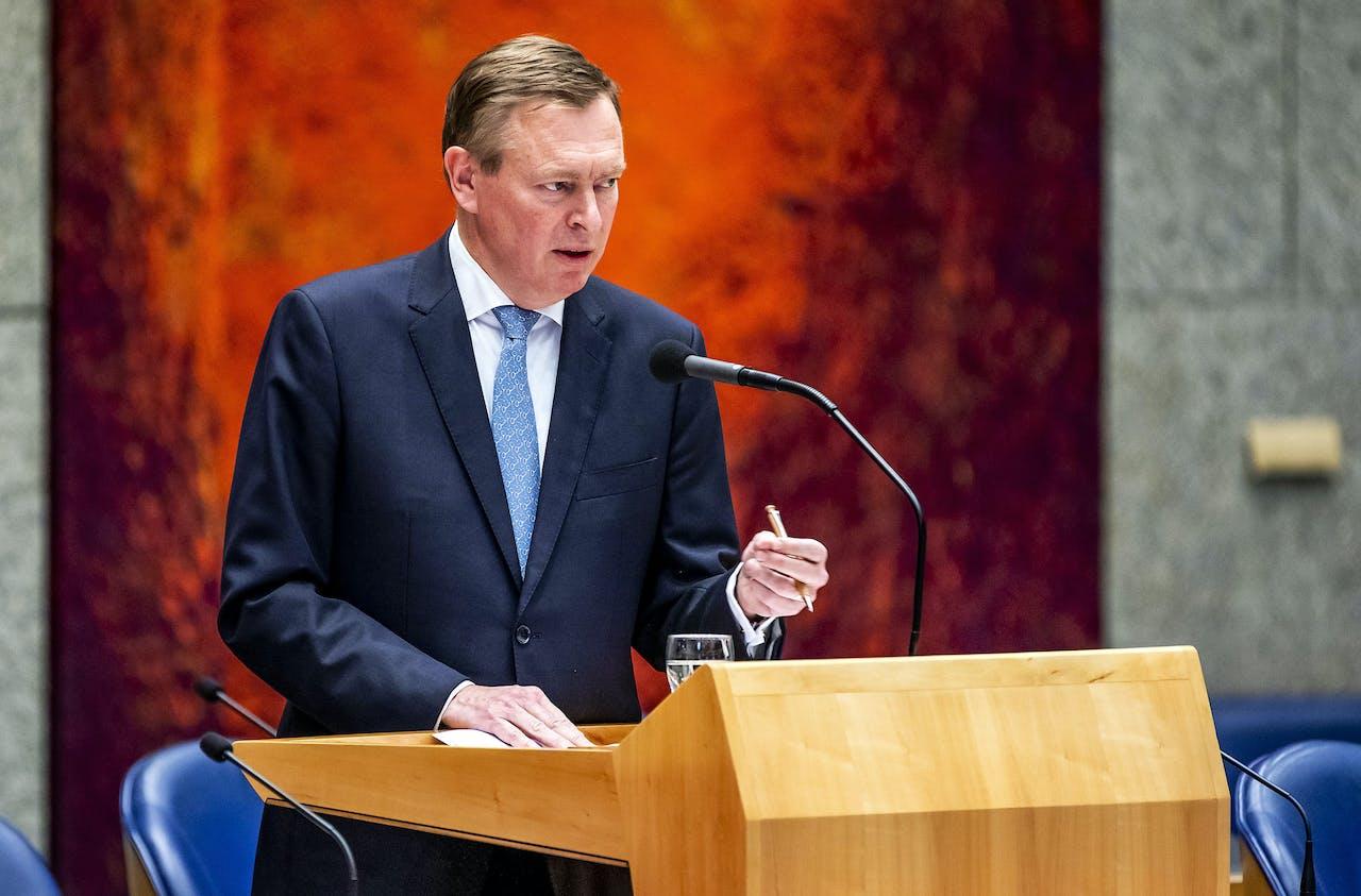 Bruno Bruins, minister voor Medische Zorg, tijdens het wekelijks vragenuur in de Tweede Kamer.