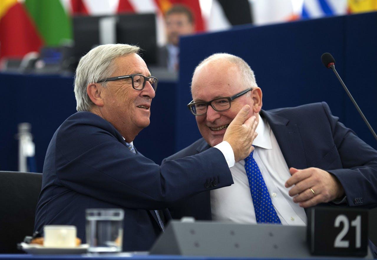 Voorzitter Jean-Claude Juncker en vicevoorzitter Frans Timmermans (rechts) van de Europese Commissie. Foto ANP