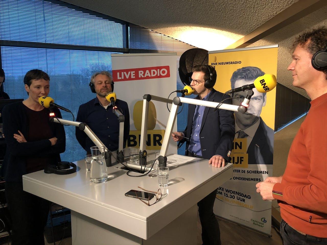Uitzending BNR In Bedrijf bij Freedom Internet. Vlnr: Kirsten Verdel, Anco Scholte ter Horst, Maarten Bouwhuis, Kristian Esser