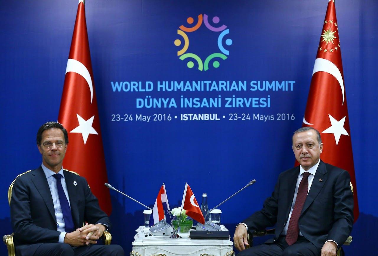 Minister-president Mark Rutten en de Turkse president Erdogan in 2016 bij het World Humanitarian Summit, in Istanbul.