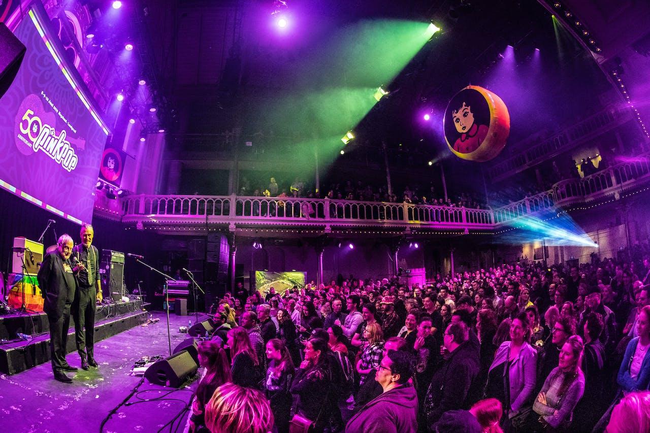 AMSTERDAM - Eric Corton en mister Pinkpop Jan Smeets tijdens de presentatie van de line-up van het jaarlijkse muziekfestival Pinkpop in Paradiso. ANP KIPPA PAUL BERGEN