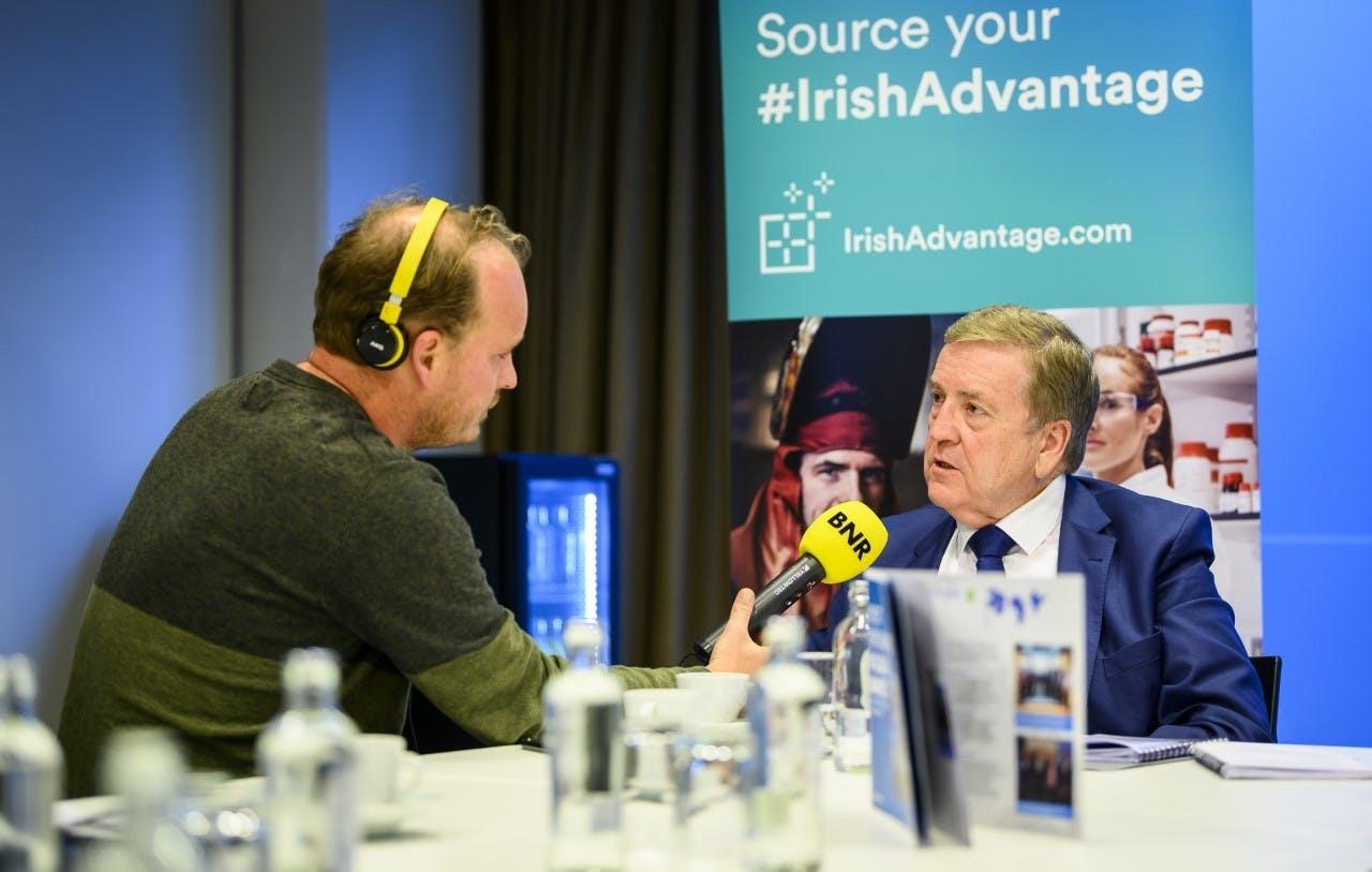 Europa-verslaggever Jesse Pinster interviewt de Ierse minister Patrick Breen van Handel en Werkgelegenheid.