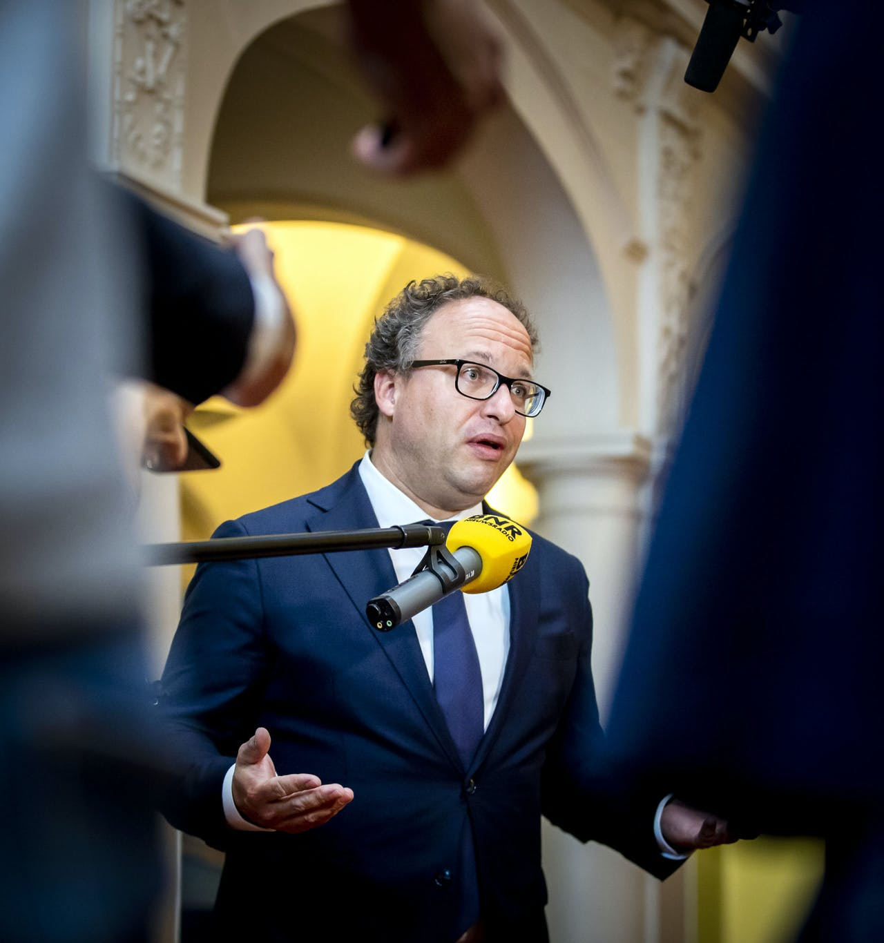2020-06-19 14:21:34 DEN HAAG - Minister Wouter Koolmees van Sociale Zaken en Werkgelegenheid staat de pers te woord over het besluit van vakbond FNV om de beslissing over het pensioenakkoord uit te stellen. ANP REMKO DE WAAL