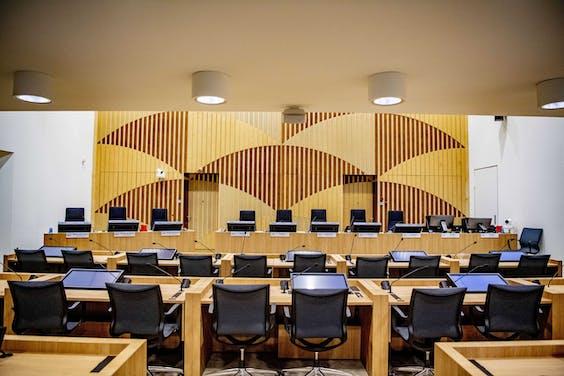 De rechtszaal van het Justitieel Complex Schiphol