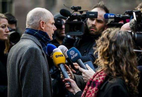 Stef Blok, minister van Buitenlandse Zaken, staat de pers te woord over de vliegramp in Iran.