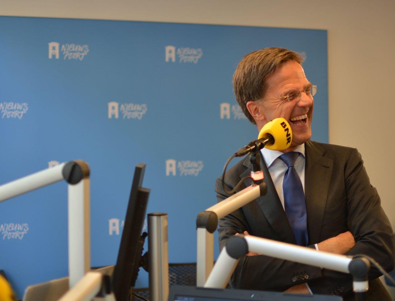 Premier Rutte in de studio op verplaatsing in Den Haag.