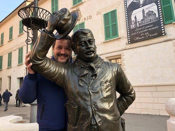 Mateo Salvini en Peppone, een fictieve communistische burgemeester uit de Don Camillo-reeks