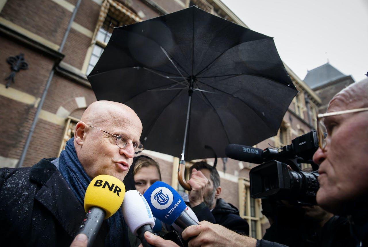 Minister Ferdinand Grapperhaus van Justitie en Veiligheid (CDA) arriveert op het Binnenhof voor de wekelijkse ministerraad.
