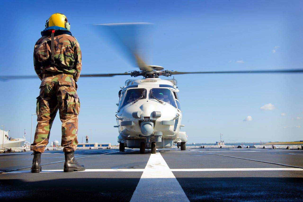 Een NH90 op de HrMs Holland