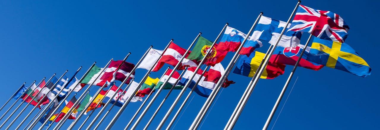 2017-06-13 17:46:49 STRAATSBURG - Vlaggen van Europese landen voor het gebouw van het Europees Parlement in het Franse Straatsburg. ANP LEX VAN LIESHOUT