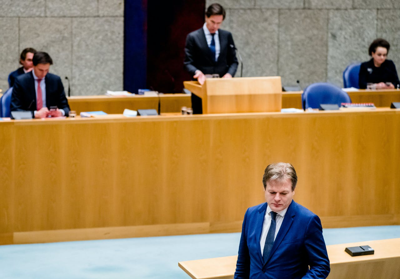 Demissionair minister-president Mark Rutte en Pieter Omtzigt (CDA) tijdens een debat over het aftreden van het kabinet naar aanleiding van de toeslagenaffaire.
