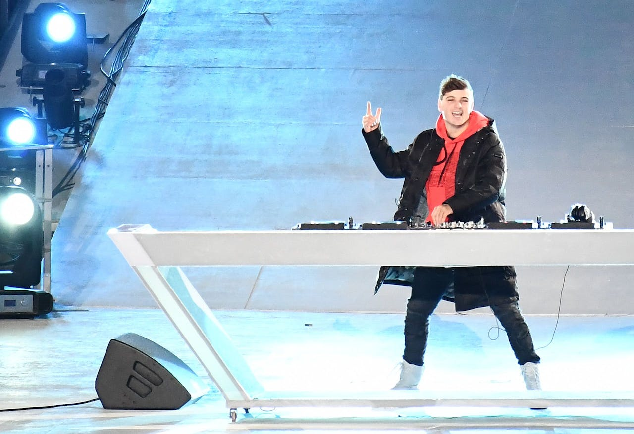 2018-02-25 22:57:53 epa06564245 DJ Martin Garrix from the Netherlands performs during the Closing Ceremony of the PyeongChang 2018 Olympic Games, Pyeongchang county, South Korea, 25 February 2018. EPA/CHRISTIAN BRUNA