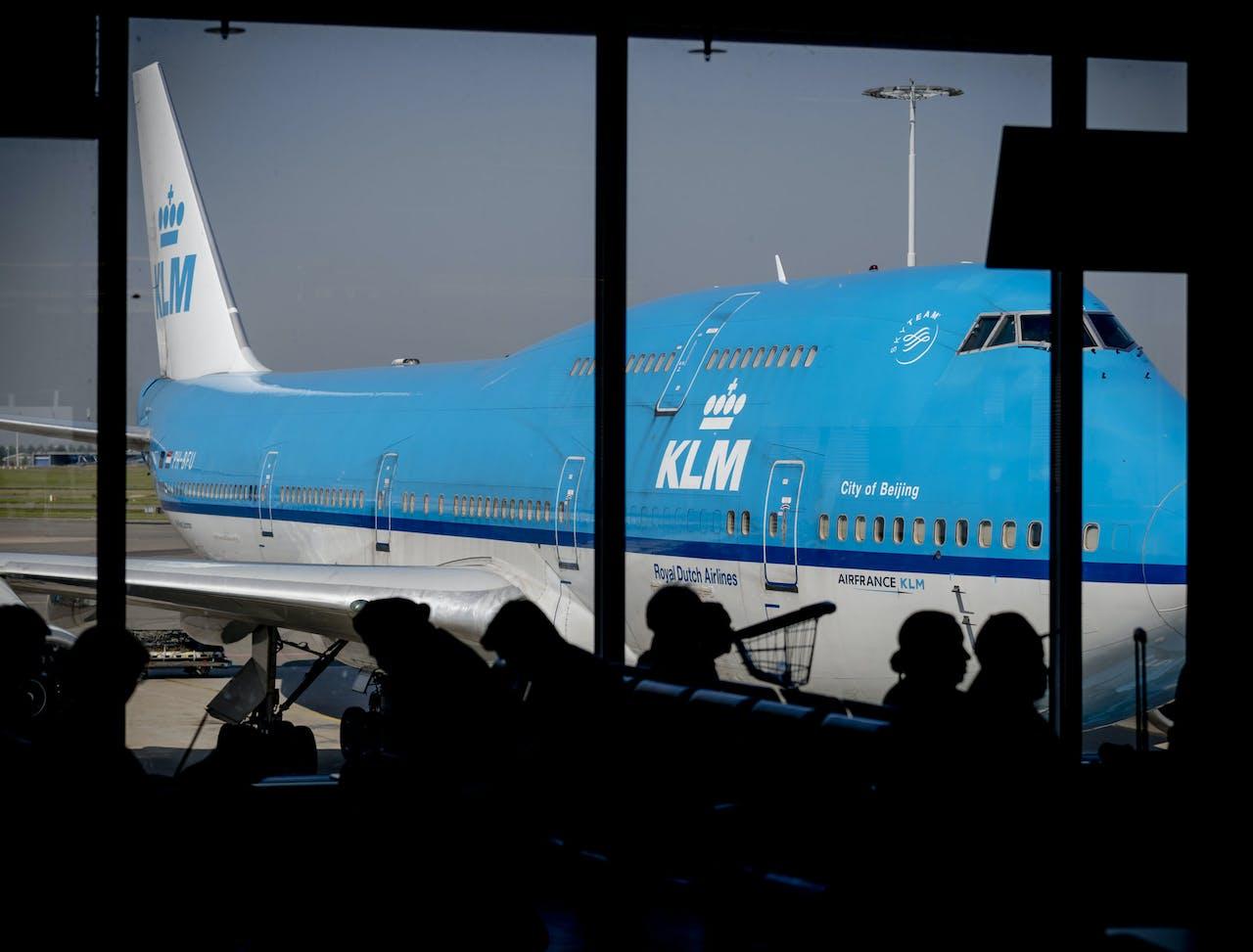 Een vliegtuig van luchtvaartmaatschappij KLM op Schiphol.