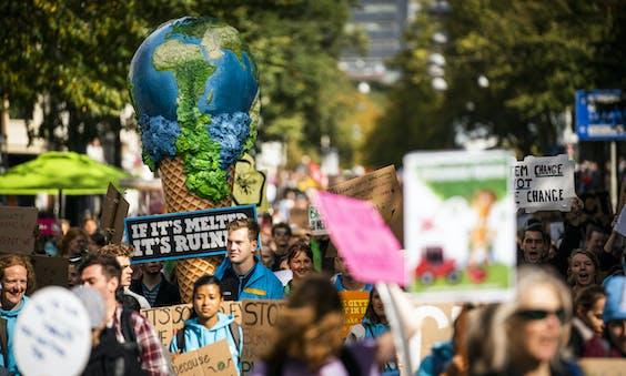 Deelnemers aan een klimaatdemonstratie.