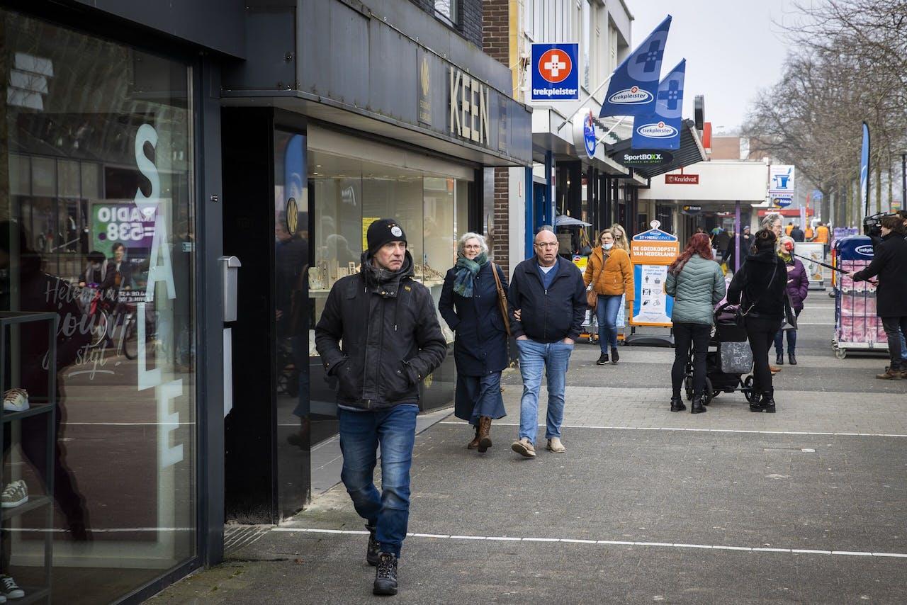 Winkelend publiek in Klazienaveen