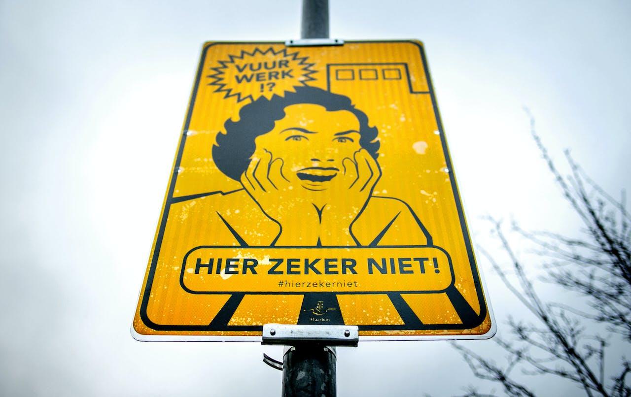 Een bord dat een vrijwillig vuurwerkvrije zone aanduidt, in Haarlem.