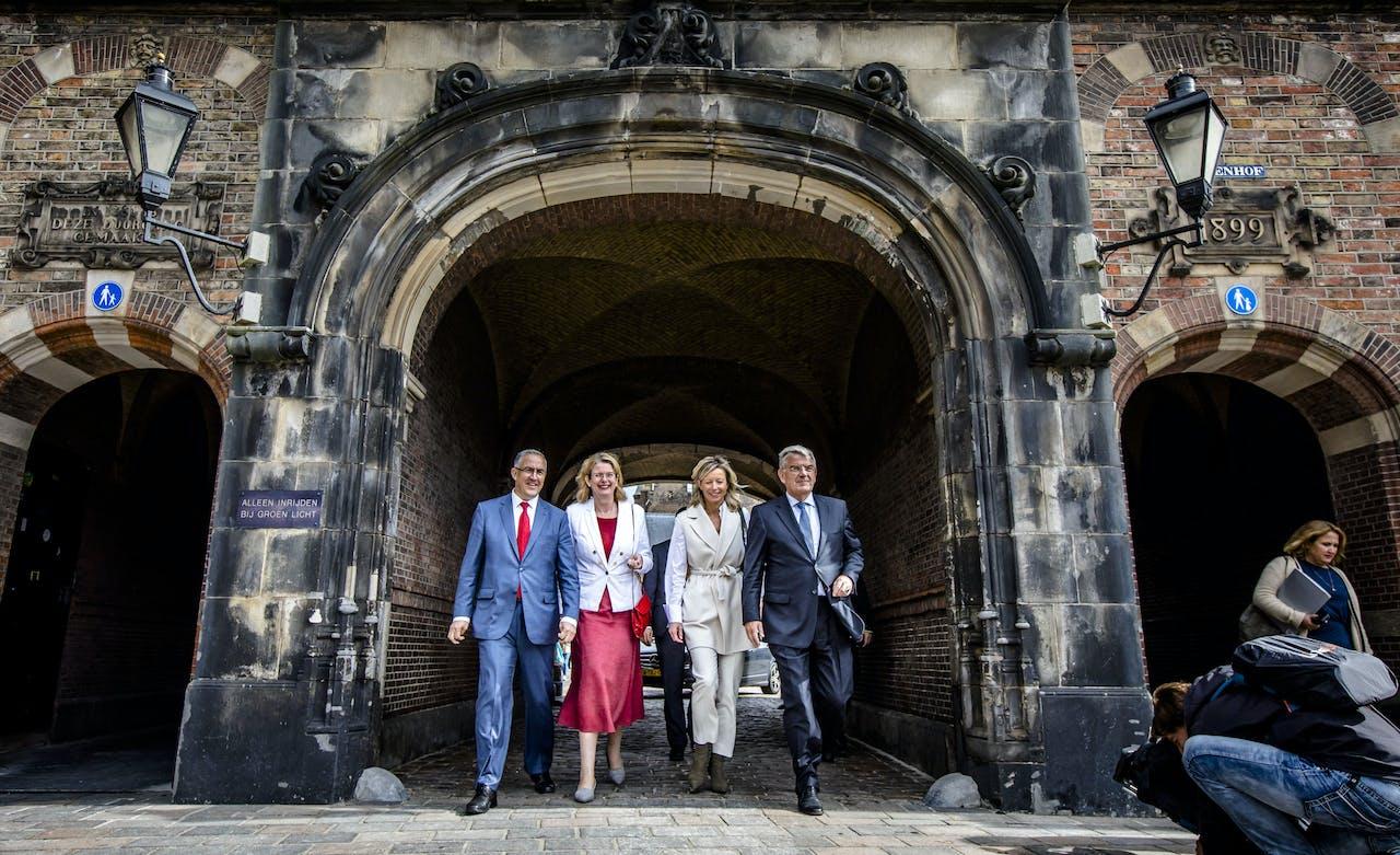 (VLNR) Burgemeester Ahmed Aboutaleb van Rotterdam, Pauline Krikke van Den Haag, locoburgemeester Kajsa Ollongren van Amsterdam, en burgemeester Jan van Zanen van Utrecht.