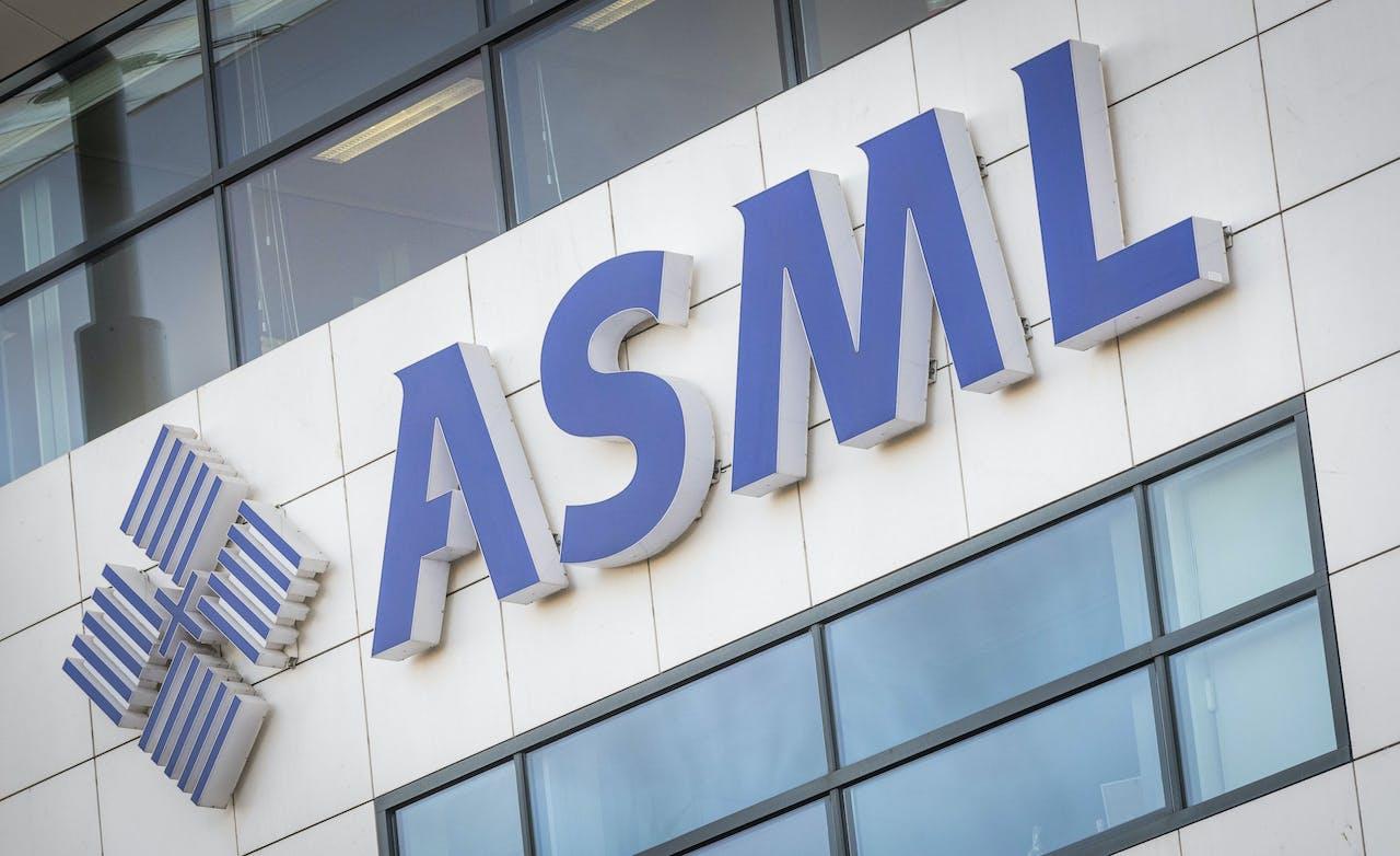 VELDHOVEN - Chipmachinefabrikant ASML. ANP XTRA LEX VAN LIESHOUT