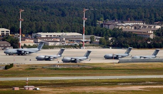 De Amerikaanse legerbasis Ramstein in Duitsland.