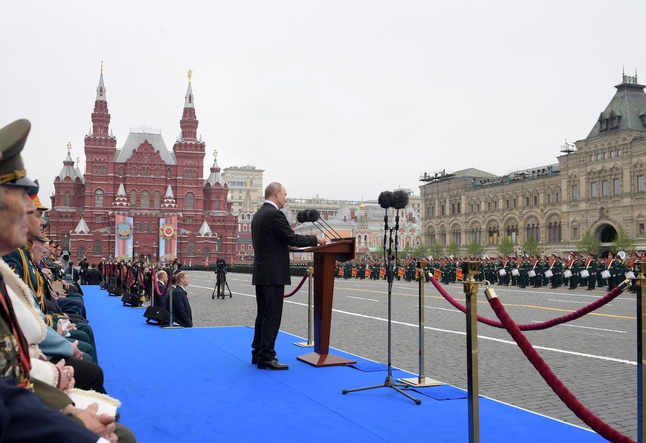 President Vladimir Poetin houdt een speech ter gelegenheid van de Russische Dag van de Overwinning