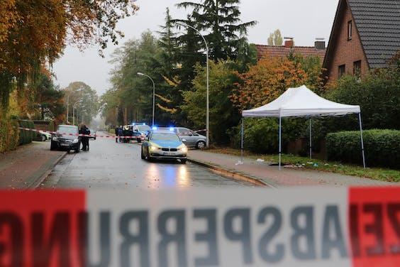 Onderzoek vlak over de grens waar een advocaat uit Enschede vanuit een rijdende auto beschoten werd