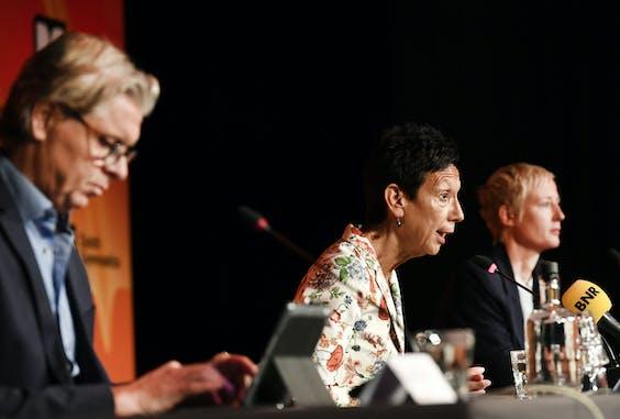 Technisch directeur KNGU, Mark Meijer, voorzitter Monique Kempff en directeur KNGU, Marieke van der Plas tijdens een persbijeenkomst van de KNGU over de recente verhalen over mishandelingen en vernederingen in de turnsport.