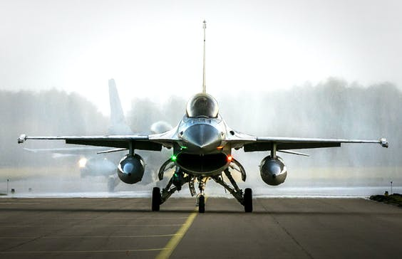 Hennis informeerde Kamer verkeerd over aanval Nederlandse F-16's Irak