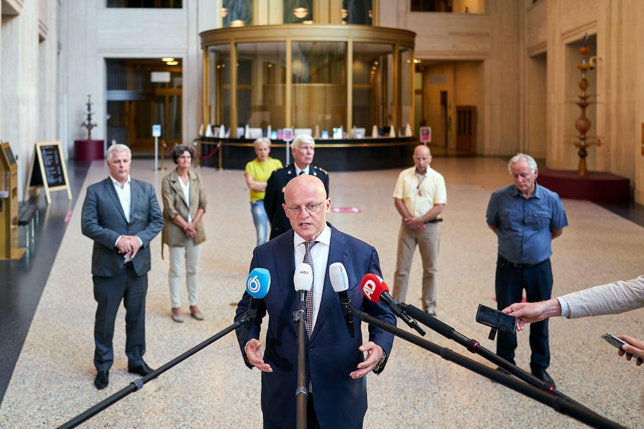 Ook minister Ferd Grapperhaus houdt zich aan het Bijleveldje