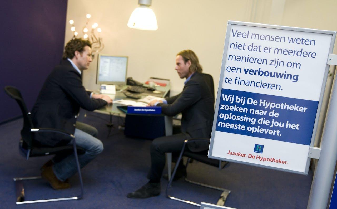 2010-02-25 00:00:00 DEN HAAG - De Hypotheker bestaat 1 maart 25 jaar. Foto: Een vestiging van de Hypotheker in Den Haag. ANP XTRA LEX VAN LIESHOUT