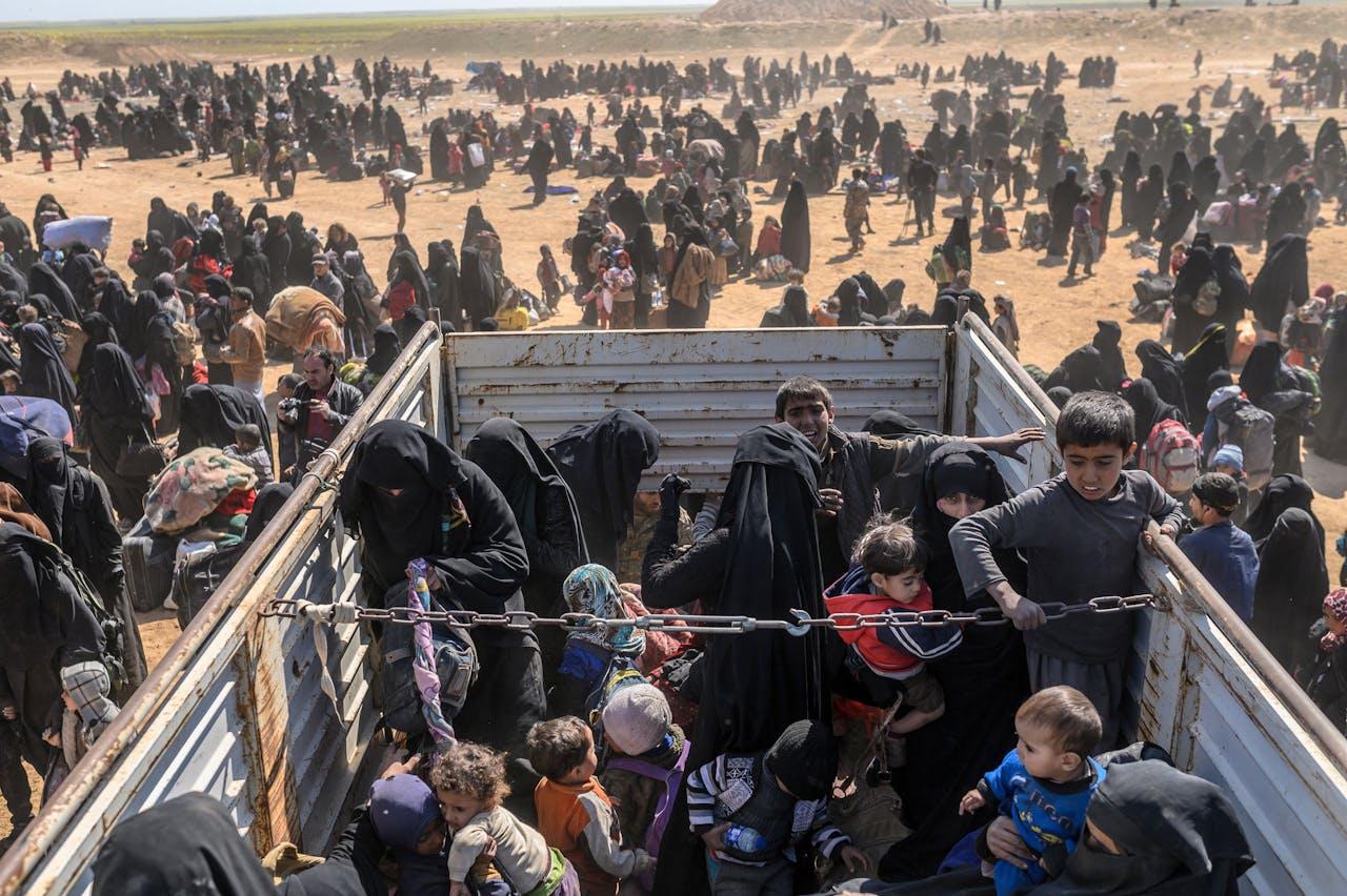 Geëvacueerde burgers uit Baghouz. (Photo by Bulent KILIC / AFP)