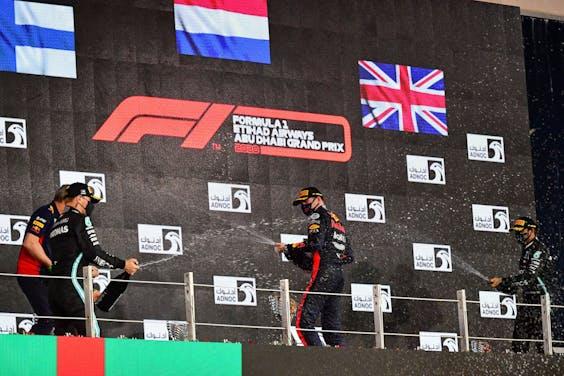 Voor Valtteri Bottas, Max Verstappen en Lewis Hamilton is anderhalve meter geen enkel probleem