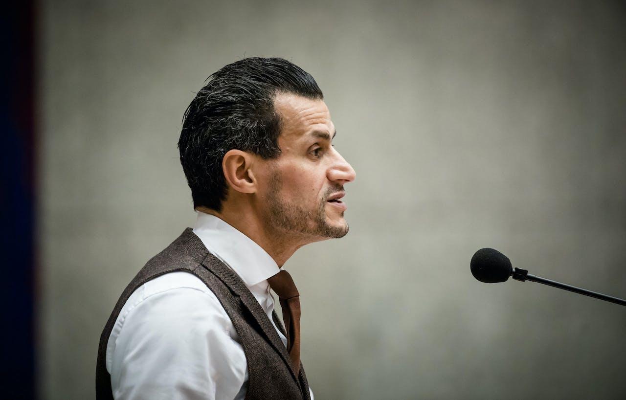 2018-06-26 21:40:14 DEN HAAG - Farid Azarkan (DENK) tijdens het Tweede Kamerdebat over de dividendbelasting. ANP BART MAAT