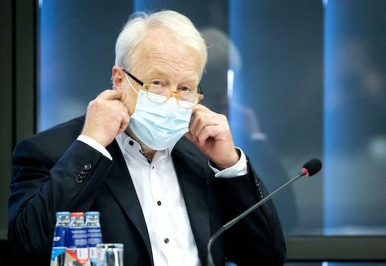 Jaap van Dissel, directeur van het Centrum Infectieziektebestrijding van het RIVM, tijdens een informatiebijeenkomst in de Tweede Kamer.