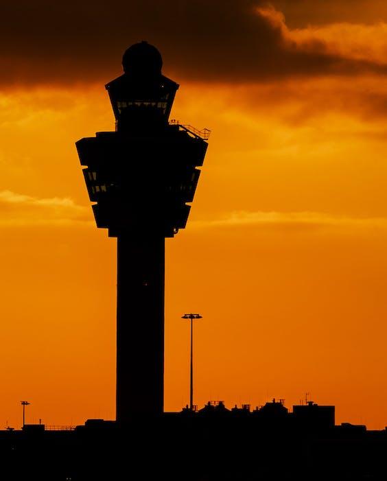Zonsondergang op luchthaven Schiphol