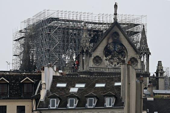 Donateurs buitelen over elkaar heen om te schenken voor wederopbouw Notre-Dame