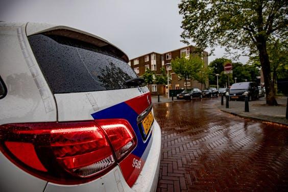De politie is paraat in de Schilderswijk.