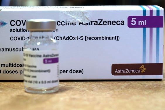 Een flesje geconcentreerd coronavaccin