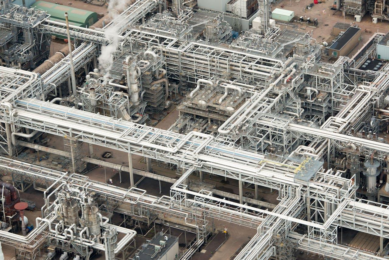 Rotterdam - Pernis met Shell Raffinaderij