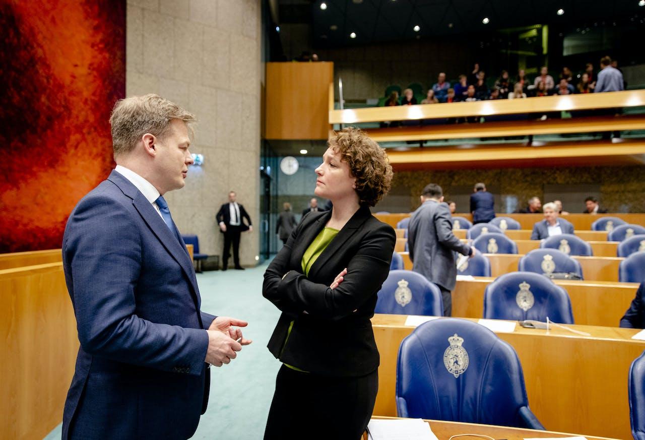 2020-02-18 14:58:59 DEN HAAG - Pieter Omtzigt (CDA) en Renske Leijten (SP) tijdens het wekelijkse vragenuur in de Tweede Kamer. ANP SEM VAN DER WAL