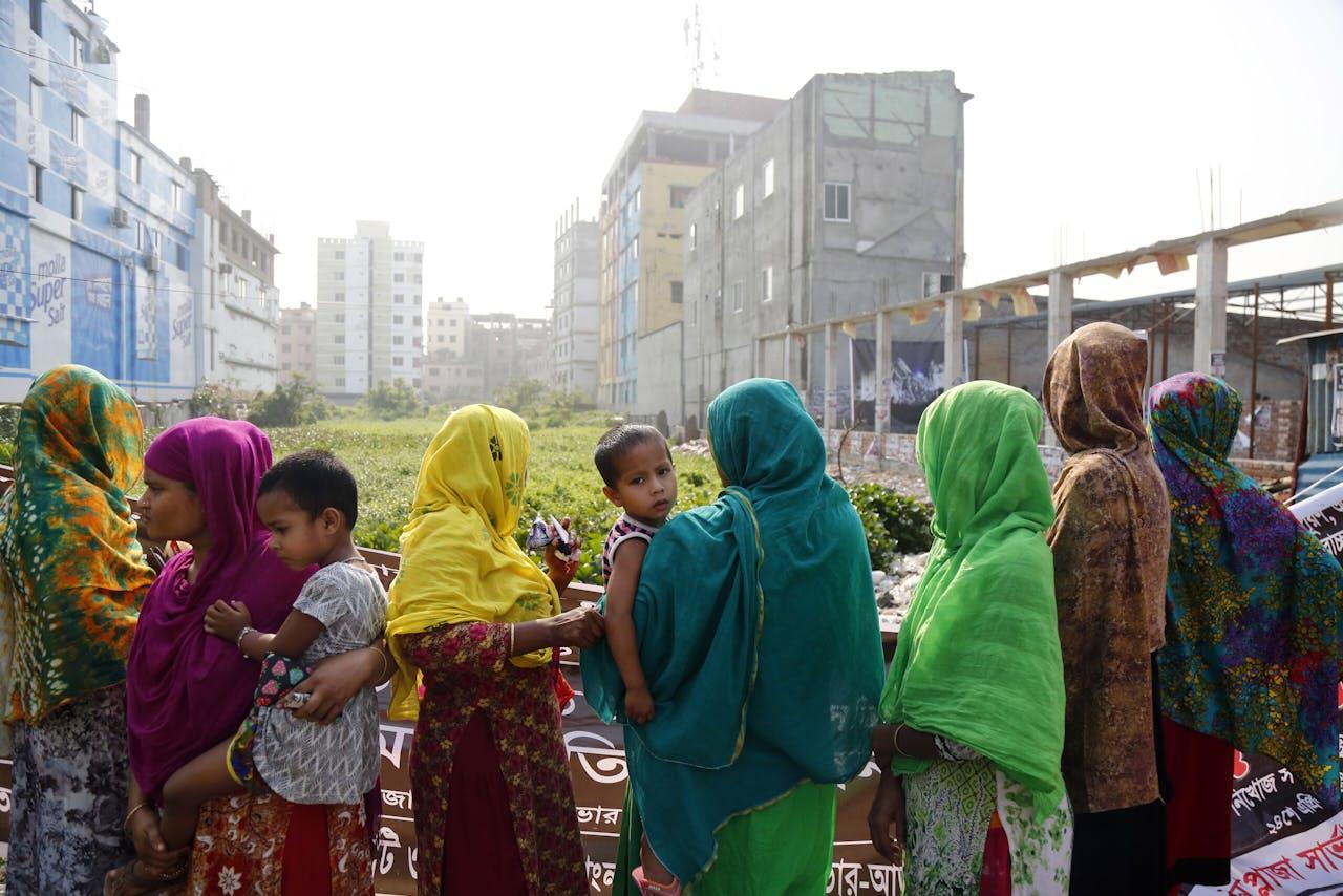 Hier stond Rana Plaza, tot de instorting in 2013. Ruim 1100 kledingarbeiders kwamen om het leven. Veelal westerse kledingbedrijven hadden hier hun textielproductie. MUNIR UZ ZAMAN.