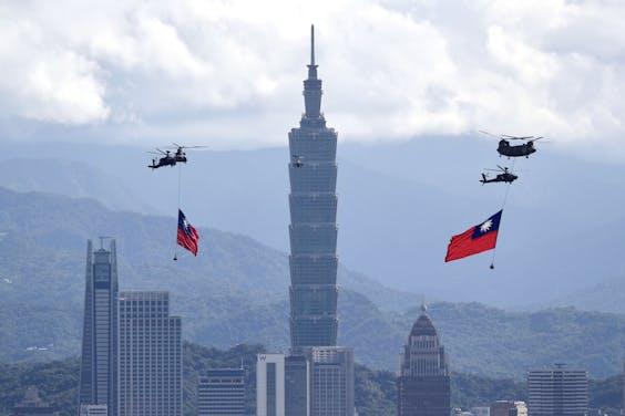 Taiwan stond donderdag in hoofdstad Taipei stil bij zijn nationale feestdag. Juist nadat onlangs tientallen Chinese toestellen langs het Taiwanese luchtruim vlogen.