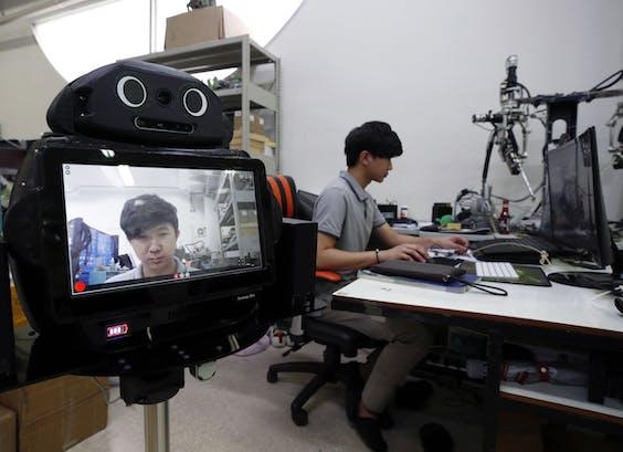 De Smart Telemedicine Robots kunnen onder meer iemands temperatuur en bloeddruk opnemen