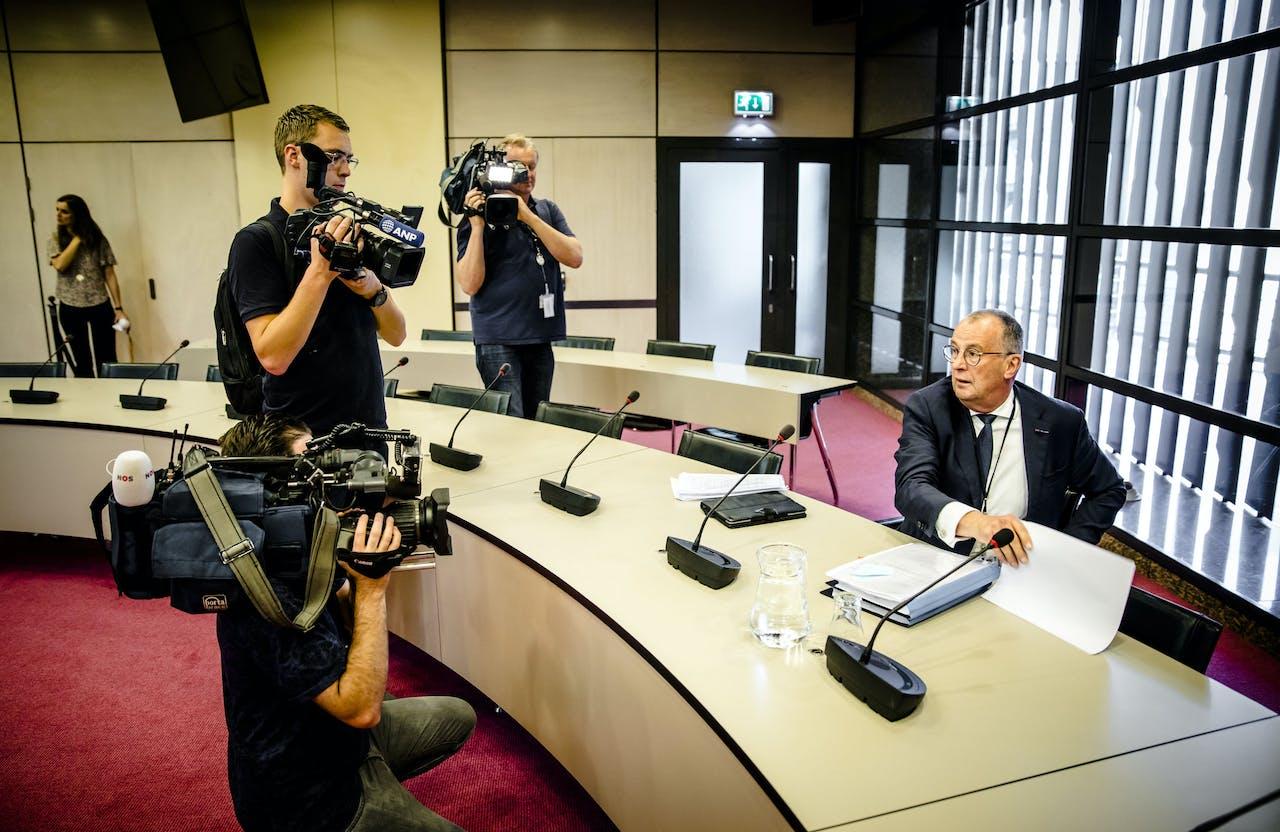 Hans Alders geeft in de Tweede Kamer een toelichting op zijn vertrek als Nationaal Coördinator Groningen. Alders legde zijn functie neer omdat minister Eric Wiebes volgens hem beloftes aan de bewoners van Groningen niet nakomt.