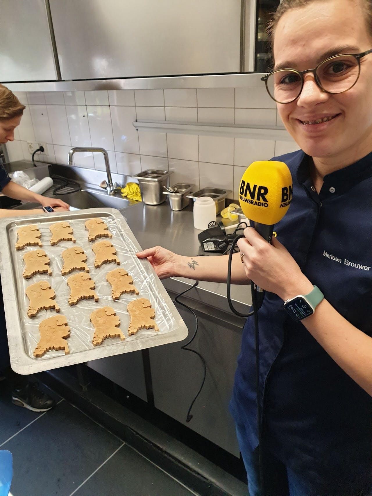 Marleen Brouwer met haar dessert: een cremeux in de vorm van Nederland