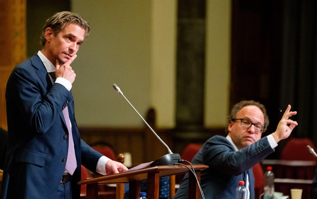 Staatssecretaris Van 't Wout van Sociale Zaken en minister Koolmees van Sociale Zaken en Werkgelegenheid debatteren over een aanvullend steunpakket.