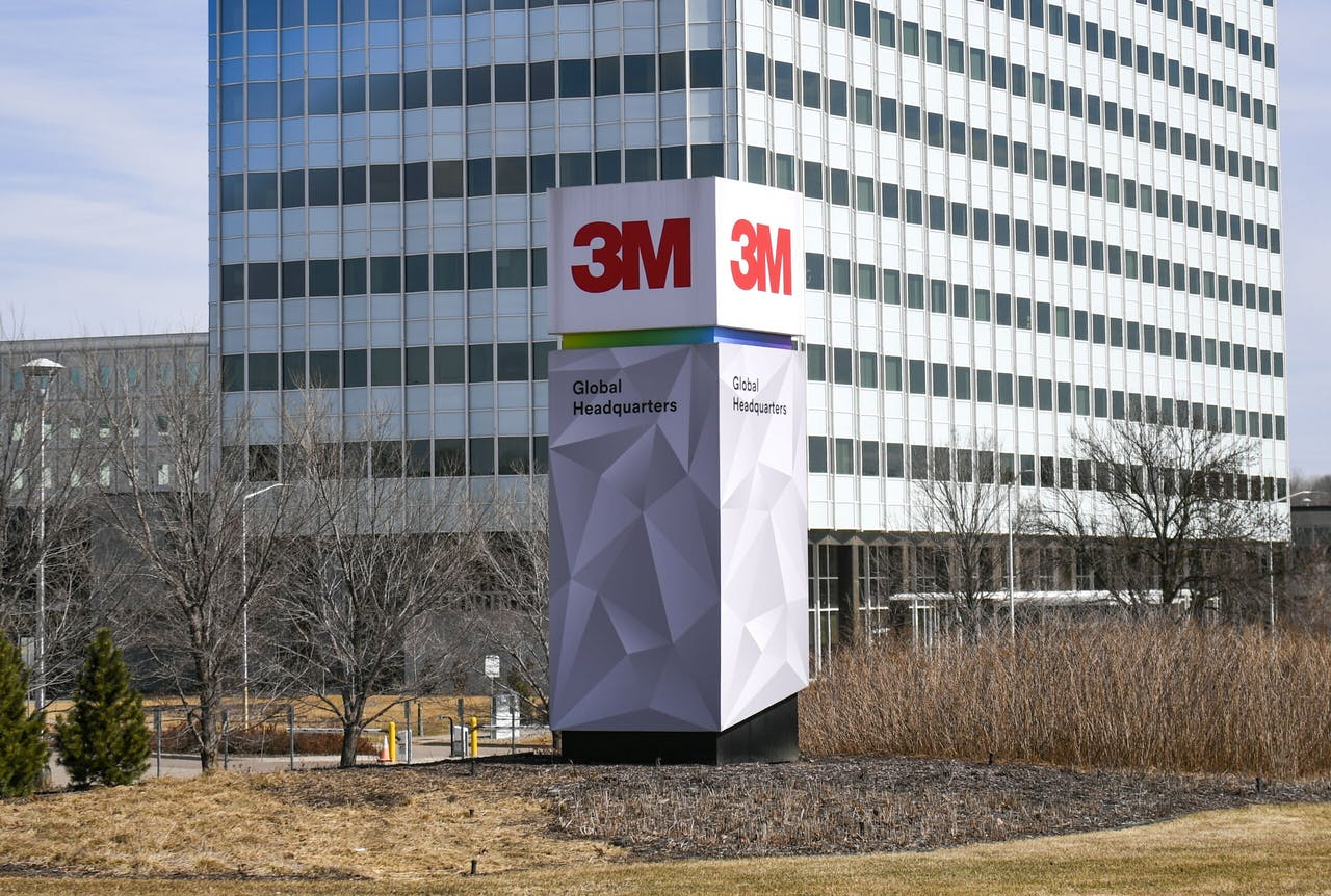 2020-03-21 10:54:06 epa08312482 3M world headquarters which has doubled their global production of the N95 masks to 1.1 billion in Maplewood, Minnesota USA, 21 March 2020. Minnesota recorded it's first death from the Covid-19 disease caused by coronavirus SARS-CoV-2. EPA/CRAIG LASSIG