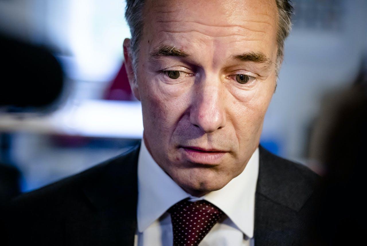 Wybren van Haga in gesprek met de pers nadat hij op 24 september uit de VVD-fractie is gezet vanwege ophef over zijn zakelijke activiteiten. Het bedrijf van VVD-Kamerlid Van Haga zou zonder vergunning een rijksmonument hebben laten verbouwen.